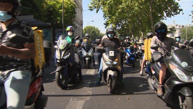 Manifestación de 'riders', en Madrid a 26 de junio de 2020