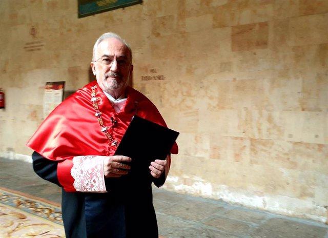 Muñoz Machado en el Edificio Histórico de la Universidad de Salamanca, antes de ser investido como doctor honoris causa