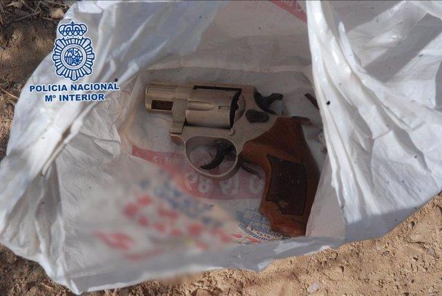 Imagen de la pistola intervenida por la Policía Nacional