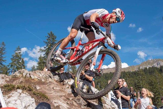 El ciclista de montaña suizo Nino Schurter, en competición