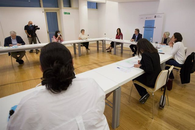 El presidente de la Xunta, Alberto Núñez Feijóo, participa en un 'webinario' con mujeres emprendedoras