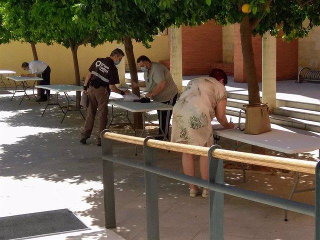 El patio la sede andaluz acoge la firma de las primeras contrataciones para auxiliares de playa en una imagen de archivo