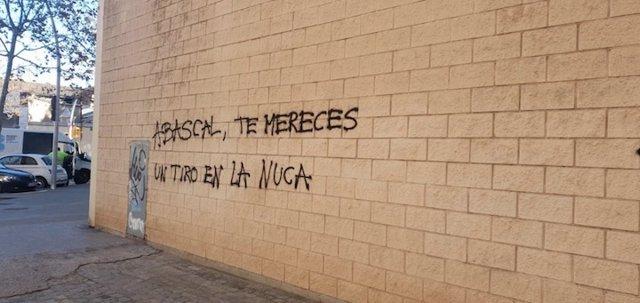 Pintada contra el presidente de Vox, Santiago Abascal
