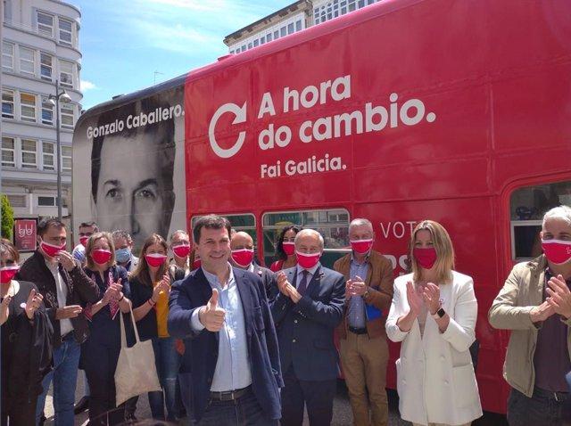 El candidato del PSdeG a la Presidencia de la Xunta, Gonzalo Caballero, junto a cargos socialistas en Lugo