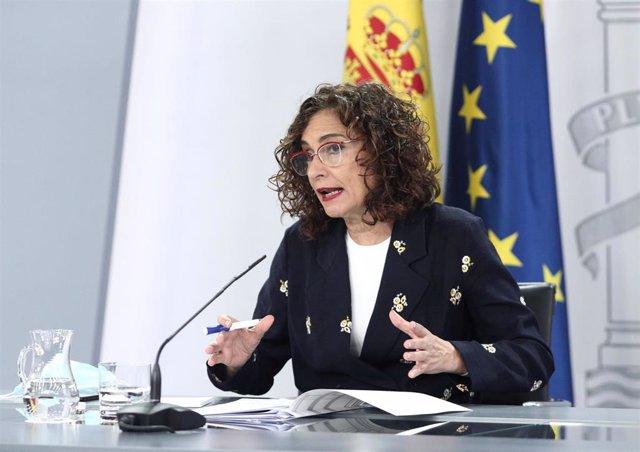 La ministra portavoz y de Hacienda, María Jesús Montero, interviene en la rueda de prensa tras la celebración de un Consejo de Ministros extraordinario, en Moncloa, Madrid (España), a 26 de junio de 2020.