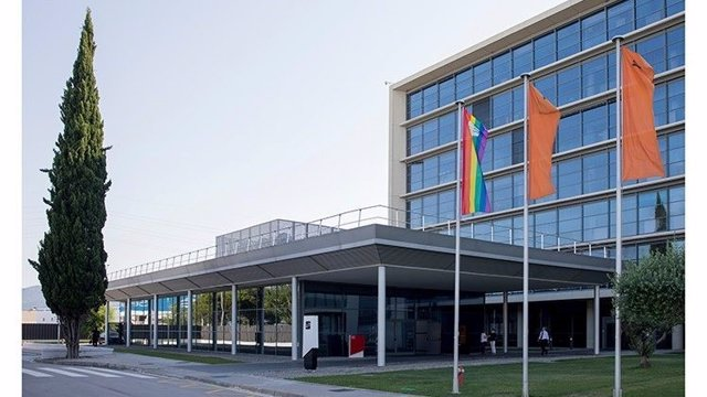 Seat se suma a la celebración del Día Internacional del Orgullo LGBT+ dando color a sus centros de producción