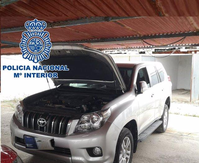 Nota De Prensa: La Policía Nacional En La Línea Localiza Una Garaje Con Tres Zulos Y Cuatro Vehículos Preparados Para Cargar Fardos De Hachís