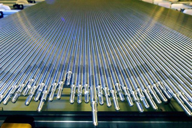 Barras de combustible de uranio para las centrales nucleares, que se fabrican en la fábrica de ENUSA en Juzbado (Salamanca).