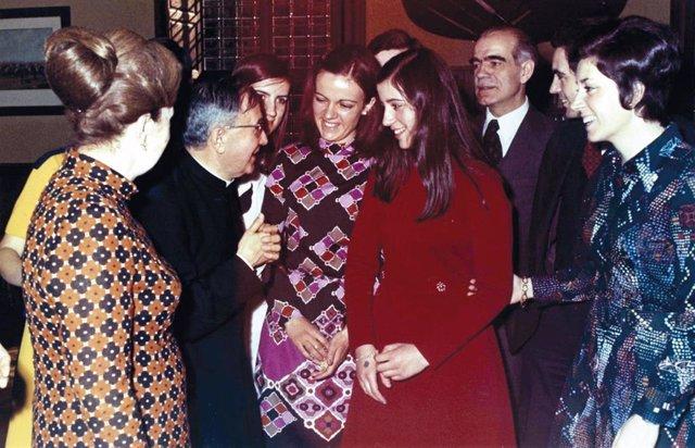 La Familia Cremades con el fundador del Opus Dei, san Josemaría Escrivá