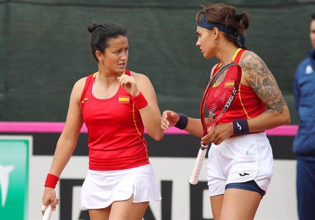 Lara Arruabarrena y Aliona Bolsova en la Copa Federación