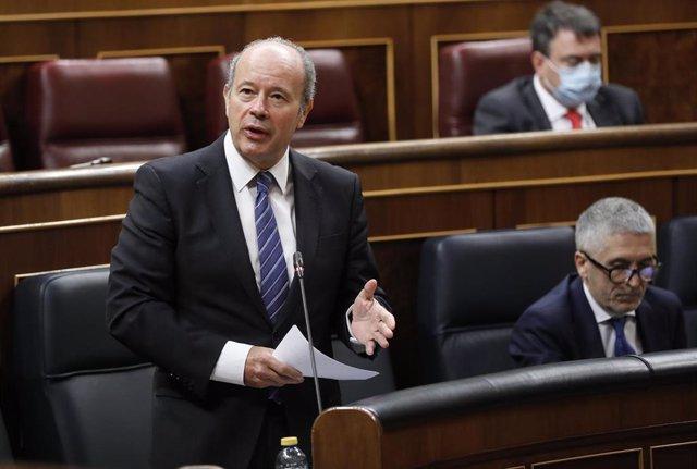 El ministro de Justicia, Juan Carlos Campo, responde a una pregunta durante la primera sesión de control al Gobierno en el Congreso de los Diputados tras el estado de alarma, en Madrid (España), a 24 de junio de 2020. El Congreso da esta semana un paso má