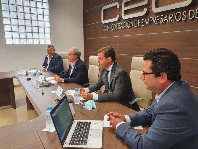 El delegado del Gobierno andaluz en Córdoba, Antonio Repullo (segundo por la dcha.), en el encuentro en CECO