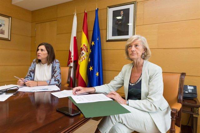 Las consejeras Paula Fernández (izda) y Marina Lombó
