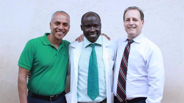 Los Líderes Del Estudio Chandy John, MD, Robert Opoka, Mmed Y Russell Ware, MD, Phd.