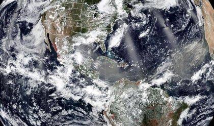 La inusual masa de polvo sahariano sobre el Caribe llega al Pacífico