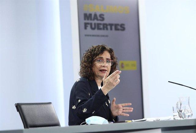 La ministra portavoz y de Hacienda, María Jesús Montero, durante su comparecencia en la rueda de prensa tras la celebración de un Consejo de Ministros extraordinario, en Moncloa, Madrid (España), a 26 de junio de 2020.