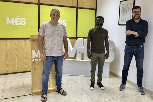 De dcha a izqda el coordinador de MÉS per Mallorca, Antoni Noguera, el portavoz de los ecosoberanistas en el Consell, Guillem Balboa, y el conseller insular de Promoción Económica y Desarrollo Local, Jaume Alzamora.