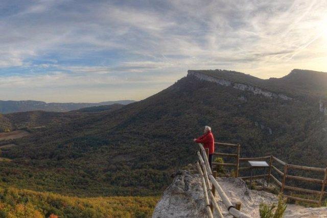 La Diputación Foral regulará el estacionamiento en los Parques Naturales de Álava