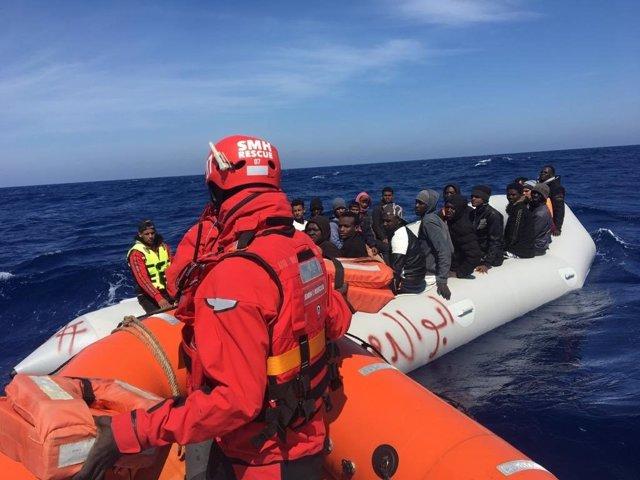 El 'Aita Mari' rescata a 47 migrantes en las costas de Malta