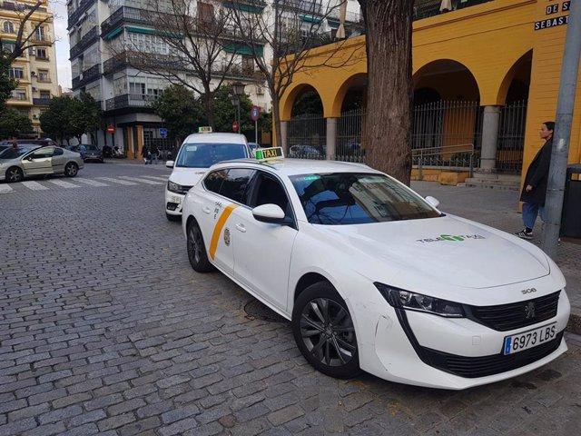 Imagen de archivo de una parada de taxis en Sevilla.