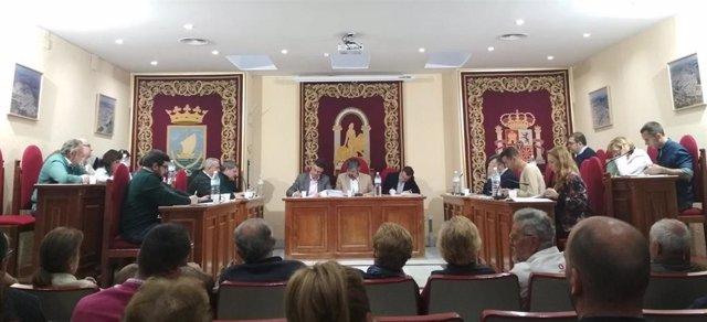 Pleno del Ayuntamiento de Coria del Río (Sevilla), en una imagen de archivo