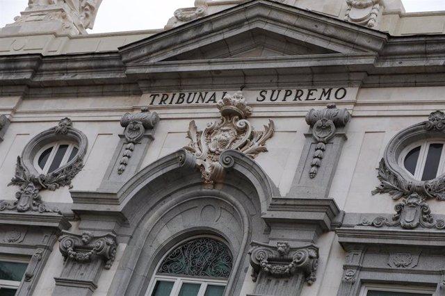 Escudo de España en la fachada del edificio del Tribunal Supremo, en Madrid a 29 de noviembre de 2019.