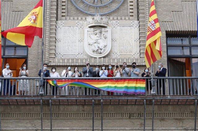 Bandera LGTBIQ en el Ayuntamiento de Zaragoza