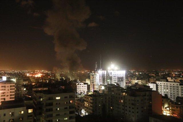"""O.Próximo.- Israel responde a los proyectiles lanzados desde Gaza y ataca una """"f"""