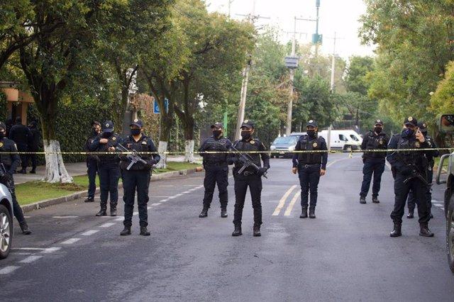 La Policía de México en el lugar donde se ha llevado a cabo el ataque contra el secretario de Seguridad Ciudadana de Ciudad de Mëxico, Omar García Harfuch.