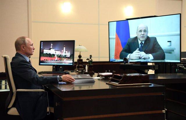 Vladimir Putin en videoconferencia con Mijail Mishustin, primer ministro de Rusia