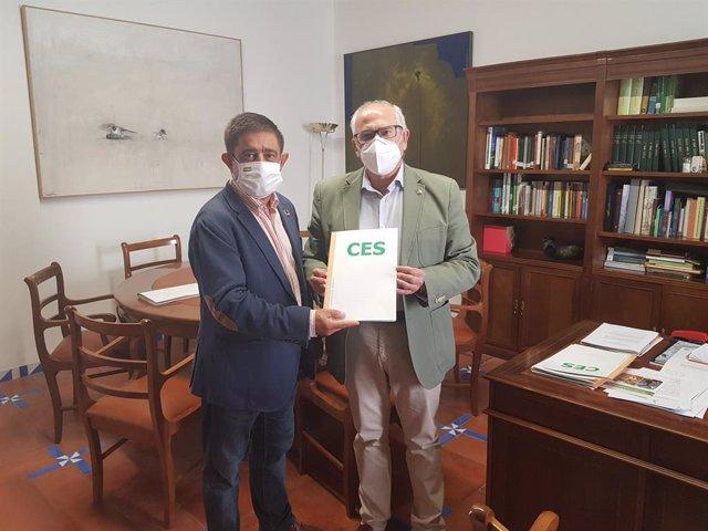 Reyes recibe el dictamen elaborado por el CES Provincial sobre los efectos de la Covid.-19