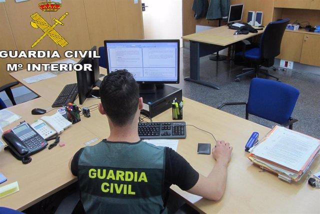 Un guardia civil en tareas de investigación