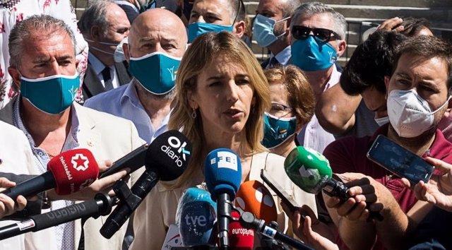 La portavoz parlamentaria del Partido Popular, Cayetana Álvarez de Toledo, responde a los medios ante el Congreso de los Diputados antes del acto en homenaje a las víctimas del terrorismo. En Madrid, (España), a 27 de junio de 2020.