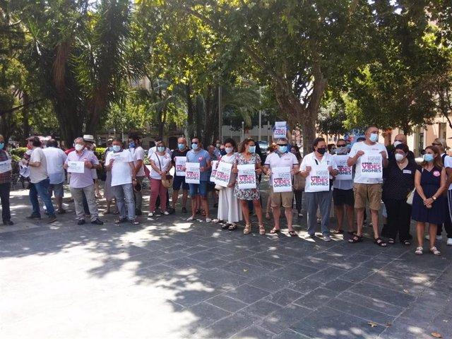 Concentración en Plaza España convocada por CCOO y UGT por la defensa de los servicios públicos.