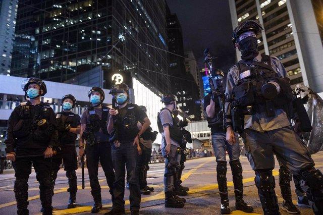 Agentes antidisturbios de la Policía desplegados en Hong Kong