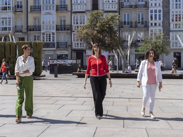 Idoia Mendia (PSE) un acto público en Vitoria  junto a las presidentas de Navarra y La Rioja, María Chivite y Concha Andreu.