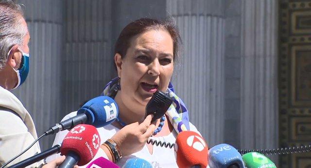 La presidenta de la Asociación de Víctimas del Terrorismo (AVT), Maite Araluce, lee un manifiesto explicando por qué no han acudido al acto en homenaje a las víctimas del terrorismo. En Madrid, (España), a 27 de junio de 2020.