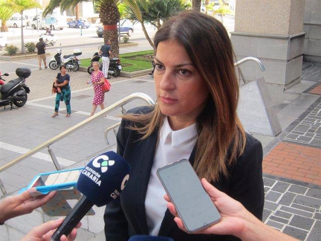 La primera teniente de alcaldesa de Santa Cruz de Tenerife, Matilde Zambudio, en declaraciones a los periodistas