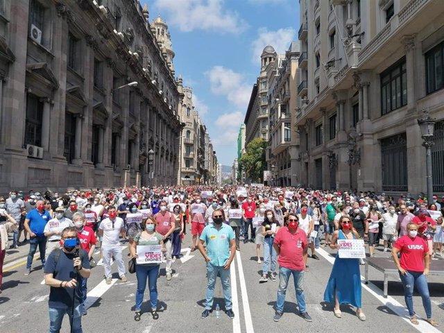 Concentración de sindicatos en la Via Laietana para reclamar un nuevo modelo social y económico