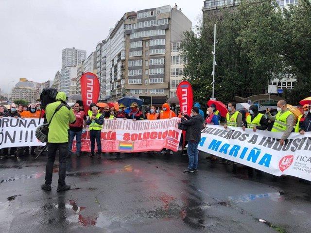 Trabajadores de la industria electrointensiva se concentran en A Coruña para reclamar medidas que den viabilidad a su actividad y mantengan el empleo