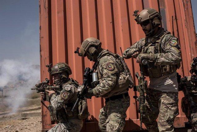 Soldados afganos reciben entretamiento de Estados Unidos