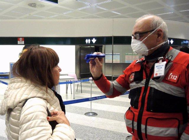 Coronavirus.- Italia baja de los 100 pacientes en la UCI y registra el número de