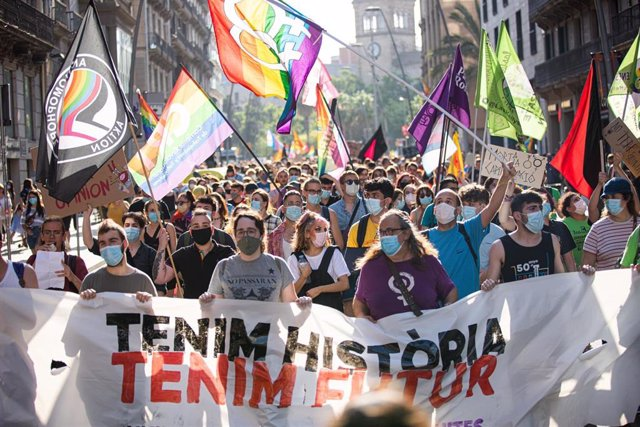 Arranca la manifestación 'Tenim història, tenim futur' por los derechos LGBTI en Barcelona.