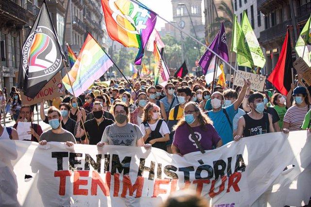 Arrenca la manifestació 'Tenim història, tenim futur' pels drets LGBTI a Barcelona.