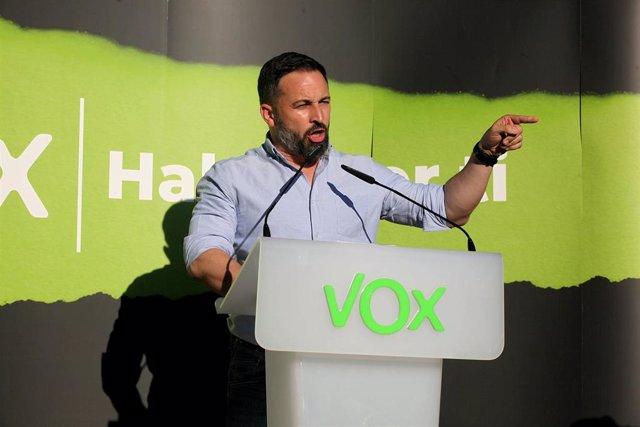 El presidente de Vox, Santiago Abascal, durante un acto electoral del partido en Irún, Guipúzcoa, a 27 de junio de 2020.