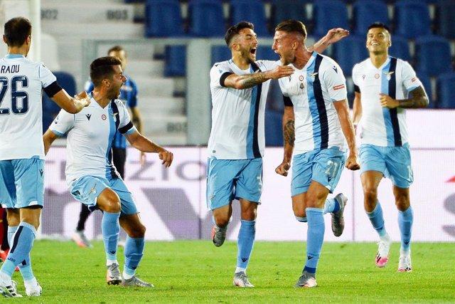 Fútbol/Calcio.- (Crónica) La Lazio aprieta a la Juventus gracias a un gol de Lui