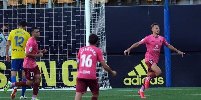 Fútbol/Segunda.- (Crónica) El Tenerife asalta el Carranza para apostar por el 'p
