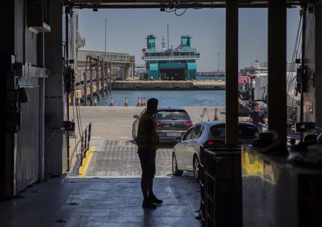 Ferry en el puerto de Algeciras. Foto de archivo
