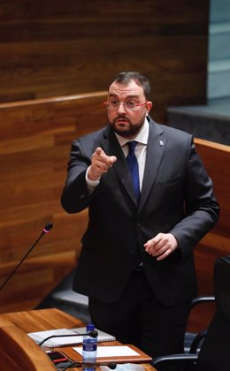 El presidente del Principado, Adrián Barbón, interviene en el pleno de la Junta General del Principado de Asturias del pasado 17 de junio.
