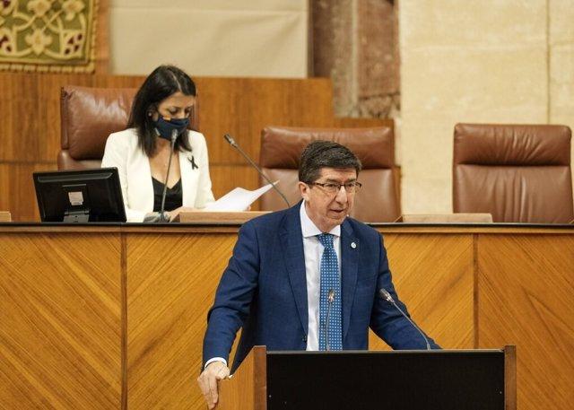 El vicepresidente de la Junta y consejero de Turismo, Regeneración, Justicia y Administración Local, Juan Marín, en el Pleno del Parlamento en una imagen de archivo.